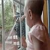 Bébé se fait peur pour rien